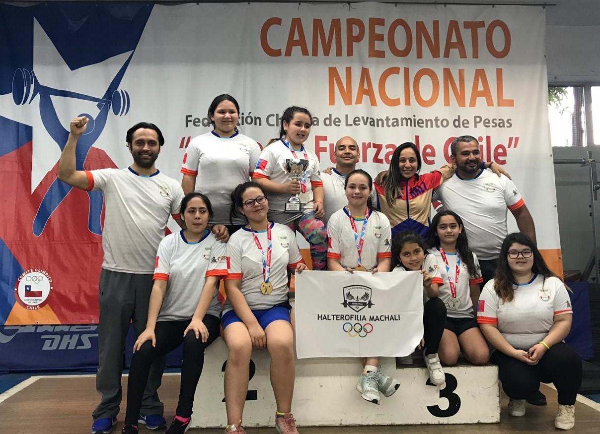 Pequeños levantadores de pesas de Machalí son campeones de Chile